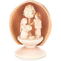 Walnut Shell with Wedding Couple  -  5cm / 2 inch